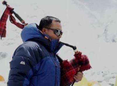News video: Gurkhas Prepare to Climb Everest